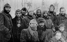 Après avoir vécu une guerre qui n'étaient pas la leur, certains jeunes alsaciens finissent dans les camps de l'armée de Staline: photo de détenus à Tambov, le «bagne – goulag» des «Malgré nous» alsaciens...
