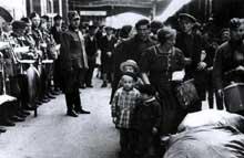 Retour des réfugiés alsaciens en gare de Strasbourg.
