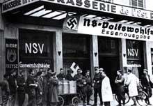 La NSV «Nationalsozialistische Volkswohlfahrt», organisme nazi de solidarité, au secours des Alsaciens revenus d'évacuation.