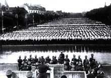 15 juin 1941: le Dr Ley, ministre du travail, lors d'un meeting à Mulhouse.