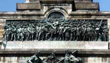 Le monument du Niederwald près de Rüdisheim dominant le Rhin: il est érigé entre 1877 et 1883 en mémoire de la guerre de 1870 et surnommé «Wacht an Rhein», «Garde du Rhin»: le fleuve devient l'enjeu politique de l'affrontement de deux nationalismes irréductibles
