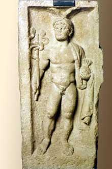 Stèle des quatre dieux découverte place Kléber à Strasbourg: le dieu Mercure. IIIè siècle