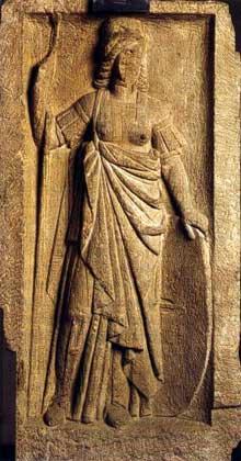 Stèle des quatre dieux de la place Kléber à Strasbourg. Grès gris, IIIè siècle. Strasbourg, musée Archéologique