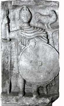Argentorate: stèle funéraire représentant le porte enseigne Lepontius découverte en 1737 au 8 rue Brûlée. Musée Archéologique de Strasbourg