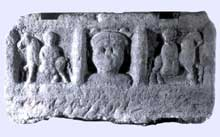 Argentorate: stèle représentant le dieu Mercure entouré par deux Epona à cheval. Trouvée sous la cathédrale. Musée Archéologique de Strasbourg