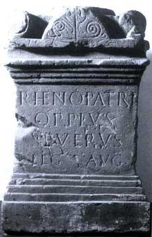 La stèle au «Père Rhin» d'Oppius Severus trouvée au 1, rue du Puits. Strasbourg, musée Archéologique