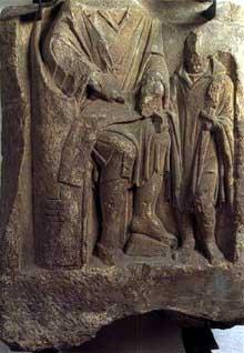 Argentorate: bas relief représentant un pédagogue et un écolier trouvé au 2, rue du Dôme. Musée Archéologique de Strasbourg