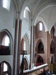 Roskilde: la cathédrale, le chœur; vue sur le transept et la nef