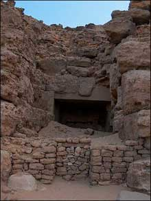 Mastaba de Chepseskaf, dit «E-Faraoun» à Saqqara. L'entrée. (Site Egypte antique)
