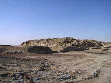 Abou Roash: Pyramide de Djedefrê: à l'origine, la pyramide mesure 106,2m de haut. Vue du nord-est. (Site Egypte antique)
