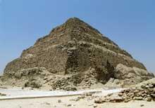 Saqqara: la pyramide à degrés de Djoser.  (Site Egypte antique)