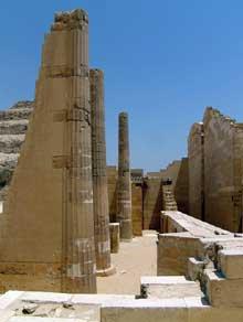 Saqqara: l'ensemble funéraire de Djoser. Le temple «T» du Heb-Sed. (Site Egypte antique)