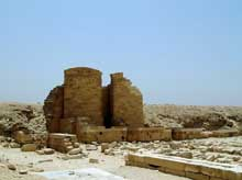 Saqqara: l'ensemble funéraire de Djoser. La cour du Heb-Sed. (Site Egypte antique)