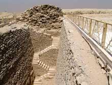 Saqqara: l'ensemble funéraire de Djoser. Le puits d'accès au tombeau Sud. (Site Egypte antique)