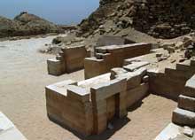 Saqqara: l'ensemble funéraire de Djoser. Le temple funéraire Nord. (Site Egypte antique)