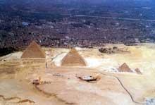 Guizeh: les grandes pyramides. (Site Egypte antique)
