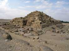 Le temple solaire de Niouserrê Ini (2416-2396) à Abou Gourob. (Site Egypte antique)