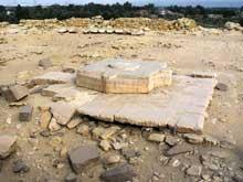 Le temple solaire de Niouserrê Ini (2416-2396) à Abou Gourob. L'autel sacrificiel. (Site Egypte antique)