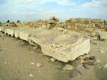 Le temple solaire de Niouserrê Ini (2416-2396) à Abou Gourob. Les bassins d'ablutions. (Site Egypte antique)