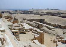 Le complexe funéraire d'Ounas à Saqqara (2356-2323). (Site Egypte antique)