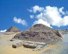 La pyramide d'Ounas à Saqqara. Vue du sud ouest. (Site Egypte antique)