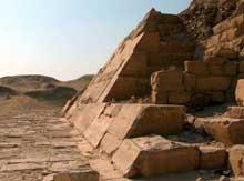 La pyramide d'Ounas à Saqqara. (Site Egypte antique)