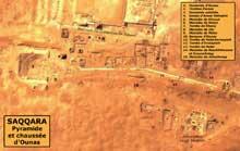 La «Chaussée» d'Ounas à Saqqara et ses nombreuses tombes. (Site Egypte antique)