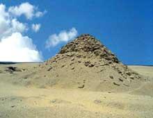 Saqqara: la pyramide d'Ouserkaf (2465-2458) premier empereur de la Vè dynastie. (Site Egypte antique)