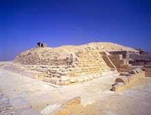 La pyramide de Pépi I Mérirê (2310-2261) à Saqqara sud. (Site Egypte antique)
