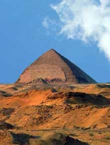 Dashour: la pyramide «rhomboïdale» de Snéfrou. (Site Egypte antique)
