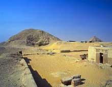 La pyramide de Téti (2323-2311), fondateur de la VIè dynastie. Saqqara nord. Elle mesure 52,5m de haut. (Site Egypte antique)