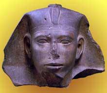 Le pharaon Djedefre. Abu Roash. Musée du Louvre. IVè dynastie. Quartzite rouge avec traces de peinture. Hauteur: 26,5cm.<br>(Histoire de l'Egypte ancienne)