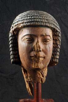 Tête d'Imhotep, le créateur du complexe de Djoser. Bois. Trouvé à Saqqara. Musée du Caire. (Histoire de l'Egypte ancienne)