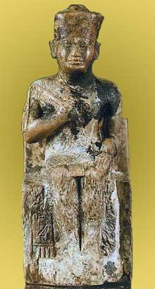 Statue en ivoire du roi Khéops, la seule du monarque qui nous soit parvenue. IV dynastie, musée du Caire<br>(Histoire de l'Egypte ancienne)