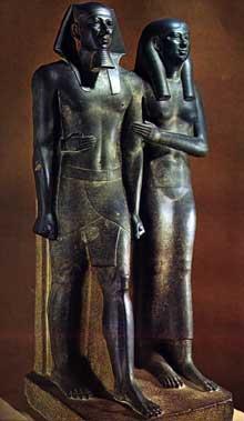Le pharaon Mykérinos et son épouse Kamerernebty. IVè dynastie. Musée du Caire.<br>(Histoire de l'Egypte ancienne)