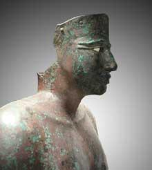 Statue en cuivre martelé de Pépi I faisant partie d'un groupe. Musée du Caire.<br>(Histoire de l'Egypte ancienne)