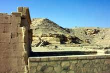El Kab: vue des ruines du sanctuaire de Nekhbet. (Site Egypte antique)