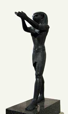 Horus en adoration. 95cm. XXXè dyn. Musée du Louvre. (Histoire de l'Egypte ancienne)