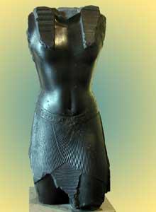 Torse du roi NectanéboIer. XXXè dynastie. Grauwacke. Vers 370 avant J.C. Musée du Louvre. (Histoire de l'Egypte ancienne)