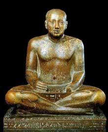 Statue de Petamenhotep, grand prêtre d'Amon, en scribe. XXVIè dynastie. Karnak. Cour de la cachette. 74 cm. Musée du Caire. (Histoire de l'Egypte ancienne)