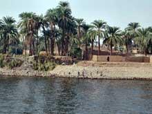 Le Nil à Louxor. (Histoire de l'Egypte ancienne)