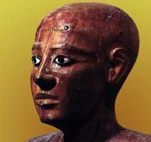 Assiout: détail de la statue du chancelier Nakhti. Bois peint, yeux incrustés. Xè dynastie, vers 2100. Paris, musée du Louvre. (Site Egypte antique)