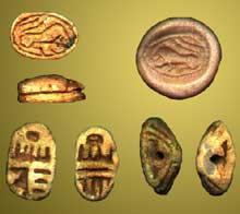 Amulettes Hyksos en forme de scarabée. (Histoire de l'Egypte ancienne)