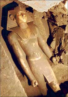 Karnak: statue de NeferhotepI (XIIIè dynastie), découverte à Karnak. (Histoire de l'Egypte ancienne)