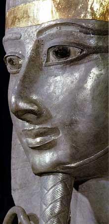 Sarcophage de Psousennès. Détail. Découvert à Tanis par Pierre Monet. Or et argent. Musée du Caire. (Histoire de l'Egypte ancienne)