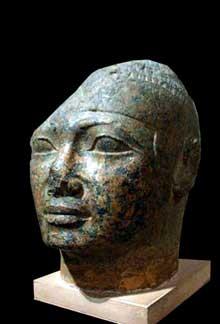 Tête de Chabataka (Shabataka) provenant d'Assouan. XXVème dynastie (701 à 690 avant J. C.) (Histoire de l'Egypte ancienne)