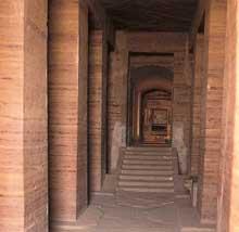 Assouan: tombe de Sarenpout II. XIIè dynastie, vers 1880. (Site Egypte antique)