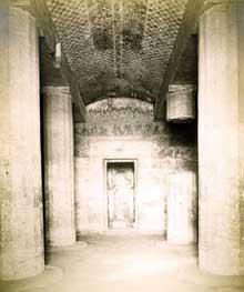 Béni-Hassan: tombe de Ameni-Amenemha, prince nomarque sous le règne de Sésostris I ((XIIè dynastie, 1971-1926). (Site Egypte antique)