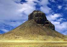 La pyramide de Amenemhat III (1843-1798) à Dashour. (Site Egypte antique)