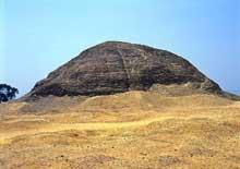 Dahshour: la première pyramide d'Amenemhat III.  (Site Egypte antique)
